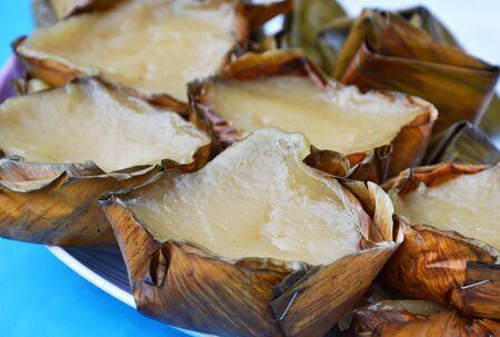 chinesisch essen: Niangao Art von Konfekt in Korb f�r chinesische neue Jahr ged�mpft