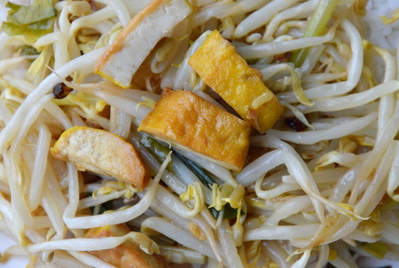 digest: stir-fried bean sprout with yellow tofu