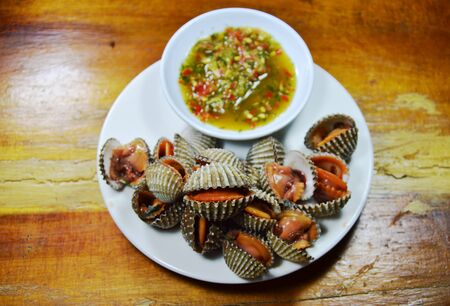 clam: steamed blanched clam with spicy dipping sauce