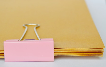 nakładki: pink stamp paper clip on brown envelop overlay