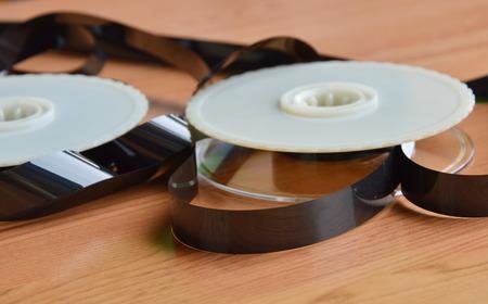 grabadora: grabador de vídeo carrete de cinta en la mesa