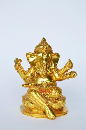 hinduismo: estatua de oro de Ganesha Hinduismo dios cabeza de elefante culto para la suerte y el éxito Foto de archivo