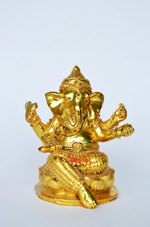 hinduismo: golden Ganesha statue Hinduism elephant head god worship for luck and success