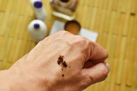 rape: tabaco nasal seca en la mano de nuevo listo para inhalar