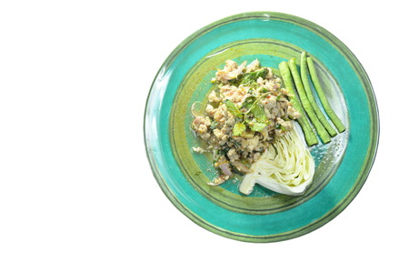 Thai spicy minced chicken salad and fresh vegetable on plate 版權商用圖片