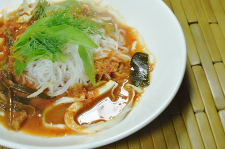 Thai rice noodles dressing curry with fresh vegetable on plate