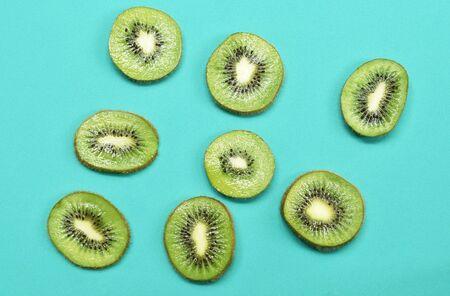 fresh kiwi fruit slice arranging on green background Stock fotó
