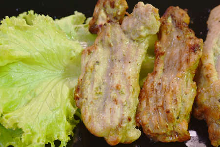roasted barbecue chicken rib with pepper and garlic on plate eat couple fresh lettuce vegetable salad Imagens