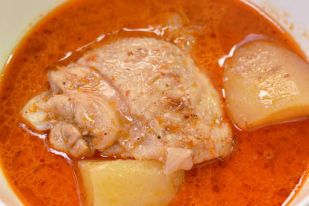 chicken curry with slice potato and onion in bowl Imagens