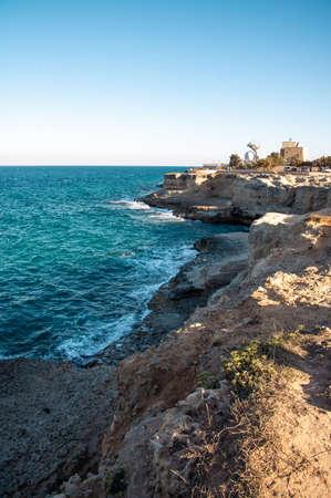 Seascape with cliffs, rocky arch and stacks (faraglioni), at Torre Sant Andrea, Salento sea coast, Puglia, Italy 免版税图像
