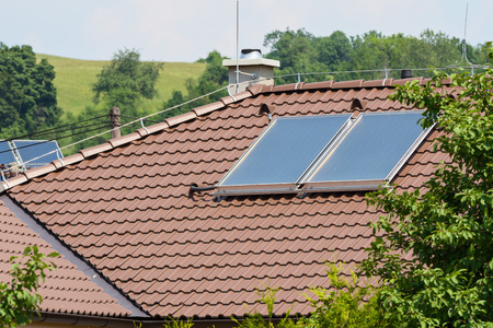 solar panels on the roof of a family house Imagens