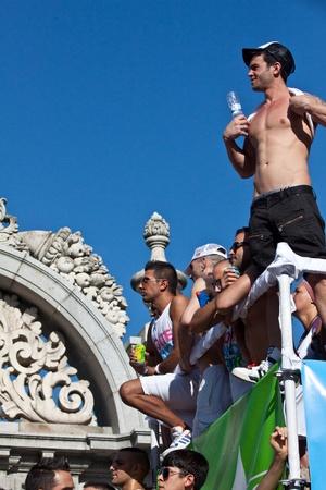 MADRID, ESPAGNE - 3 juillet: les participants non identifiés dans la célébration de la Gay Pride le 3 Juillet 2010 à Madrid, en Espagne.