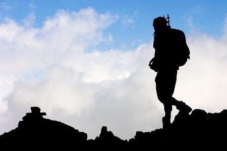 Einsamen Wanderer mit blauer Himmel