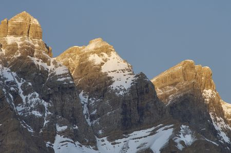 nombre: three snowy peaks at sunrise in the Pyrenees, named Cima Capullo , 2567 m., Cima Sin Nombre 2651 m. and El Triptico, 2612 m.; Partacua Mountains in Tena Valley; Spain Stock Photo