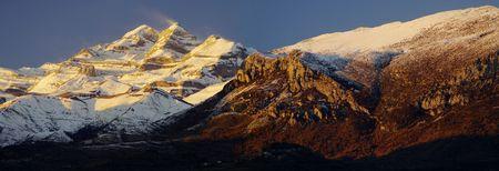 pyrenean: panorama del massiccio del Monte Perdido pirenaica in serata; Spagna Archivio Fotografico