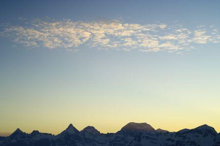 eigenaardig: bijzondere zons ondergang wolken in de Pyreneeën, Spanje