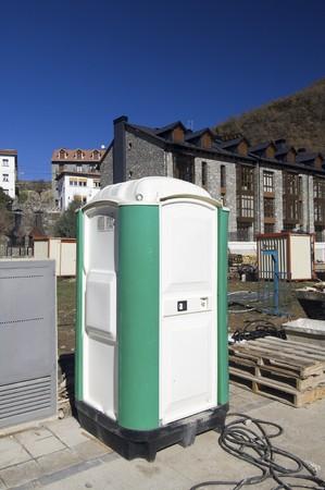 latrina: toilette portatile in un cantiere edile