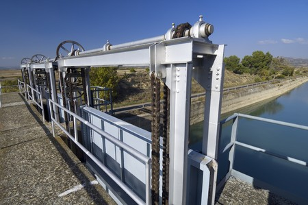 dam: gate in an irrigation canal