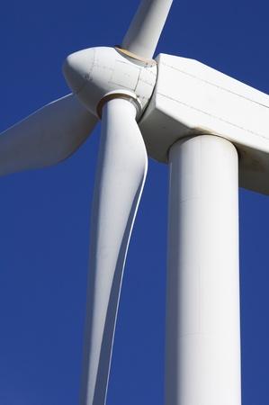 turbina: parte superior de detalle de un molino de viento para la producci�n de energ�a el�ctrica Foto de archivo