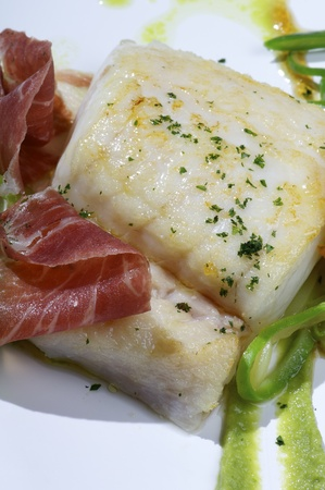 hake: hake fillet  with ham and vegetable sauce