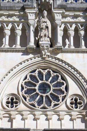 edificación: primer plano de la fachada de la catedral de Cuenca, Castilla-La Mancha, Espa�a Foto de archivo