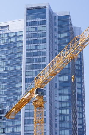edificación: color amarillo de la gr�a y el rascacielos azul, San Francisco, California, EE.UU.
