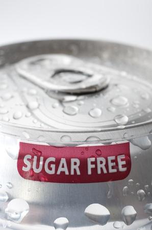 砂糖無料ソーダの缶をアルミのビュー