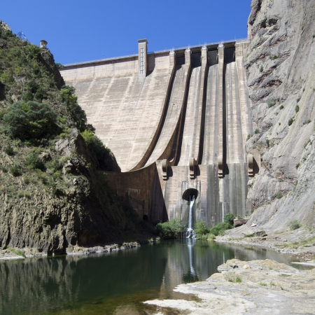 水力エネルギー生産、モダン、ウエスカ、アラゴン、スペインのためのダムのビュー