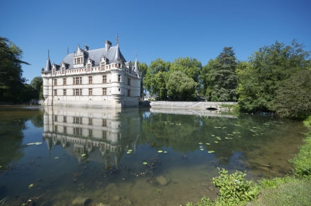 french renaissance: Castillo de Azay-le-Rideau, Valle de Loira, Francia. Construido en el siglo 16, en una isla en el r�o Indre, es un magn�fico ejemplo de arquitectura renacentista francesa. Editorial
