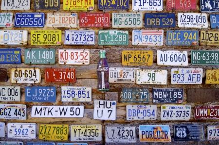 Moab, Verenigde Staten - 11 augustus 2008: Auto registraties en coke kartel, pictogrammen USA.