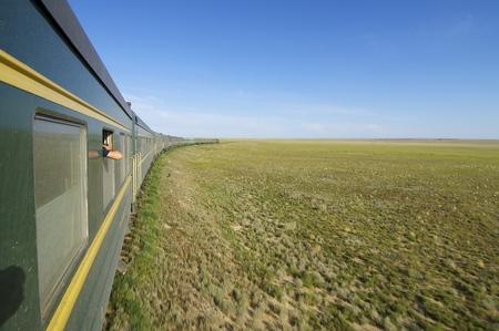 Trans Mongolian Train across the mongolian steppe, Mongolia Archivio Fotografico