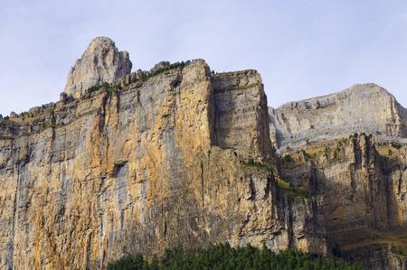 pinnacle: pinnacle rocciose nelle mura del parco nazionale di Ordesa, Pirenei, Spagna