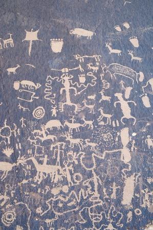 indian creek: Indian petroglyph in Newspaper Rock, Utah