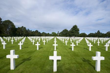 Witte kruisen in de Amerikaanse begraafplaats, Coleville-sur-Mer, Omaha Beach, Normandië, Frankrijk. Stockfoto