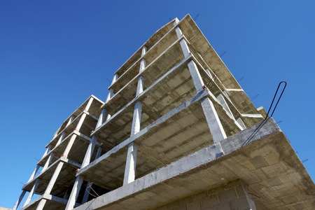 hollow wall: Reinforced concrete slabs of a residential building under construction.
