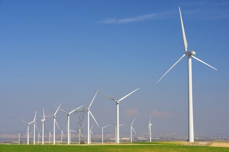 energia electrica: Los molinos de viento para la producción de energía eléctrica, Pozuelo de Aragón, Zaragoza, Aragón, España