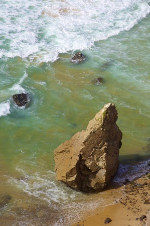 Wave and stone in Cabo da Roca, Areia, geographical point of western Europe, Portugal. Imagens