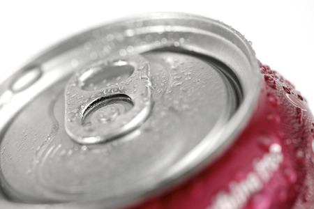 lata de refresco: Primer plano de una lata de refresco. Foto de archivo