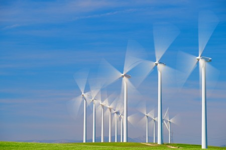 energia electrica: Los molinos de viento para la producción de energía eléctrica, en la provincia de Zaragoza, Aragón, España