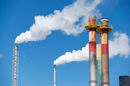 kwaśne deszcze: Smokestacks in a paper mill, Zaragoza Province, Spain.