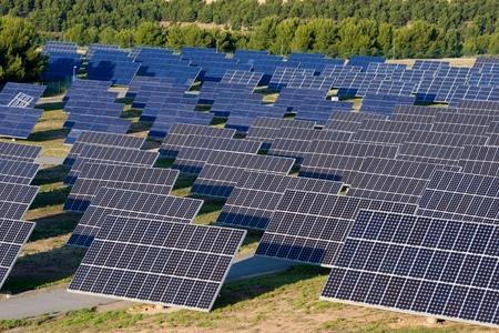 energia solar: Los paneles fotovoltaicos para la producción eléctrica renovable, Navarra, Aragón, España. Foto de archivo