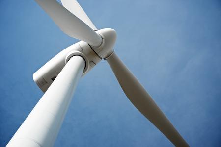 Wiatrak do produkcji energii elektrycznej, Pozuelo de Aragon, Prowincja Saragossa, Aragonia, Hiszpania.