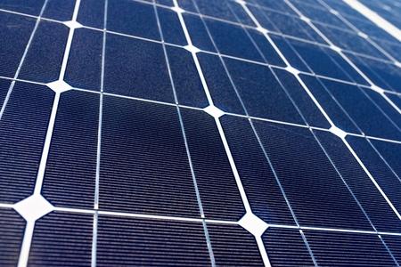 paneles solares: detalle de un panel fotovoltaico para la producción eléctrica renovable Foto de archivo