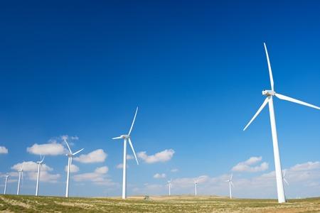 Windmühlen zur Stromerzeugung, in der Provinz Zaragoza, Aragonien, Spanien