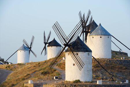 don quijote: Molinos de viento en Consuegra, Provincia de Toledo, Castilla La Mancha, España.