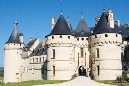 Entrée du château de Chaumont-sur-Loire, Vallée de la Loire, France. Construit au 10ème siècle, a subi plusieurs rénovations jusqu'à atteindre son aspect actuel. Il est un monument historique français depuis 1840. Banque d'images - 88197242