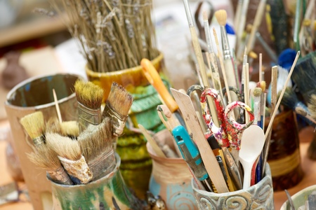 Group of brushes and tools n an artist's workshop. Archivio Fotografico