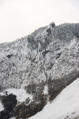 Snowy peak in Aspe Valley, France. Standard-Bild - 124235377