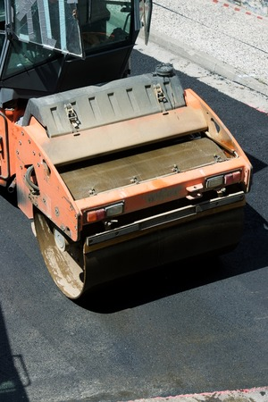 Heavy Vibration roller in asphalt pavement work. Standard-Bild - 124235393