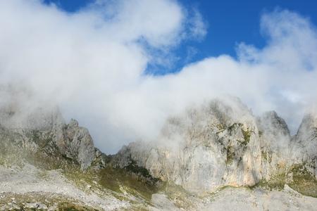 Peaks in Oza Valley, Pyrenees, Spain. Standard-Bild - 124235407